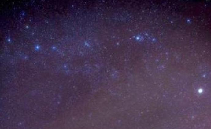 """天文学家发现""""一日进三餐""""的黑洞:每顿吃掉""""4个月球"""""""