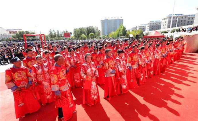 河北张家口:百名新人脱贫脱单大型集体婚礼在沽源县举行