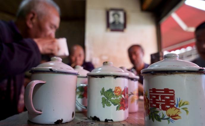 畢節70年老茶館:坐望春山一老茶