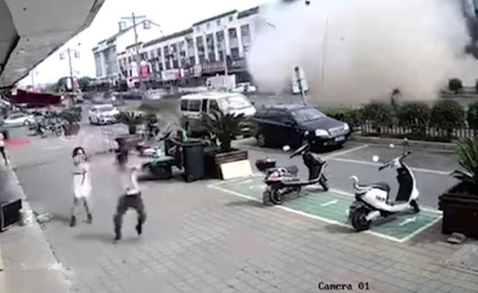 無錫一小吃店發生燃氣爆炸:15人送醫,6人經搶救無效死亡