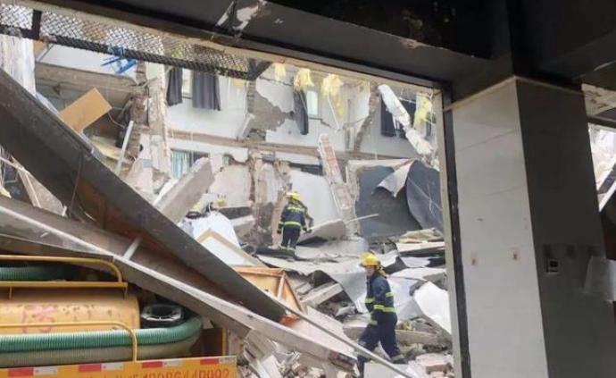 南京一建筑墙体坍塌多人受伤,物业称事故原因为野蛮装修
