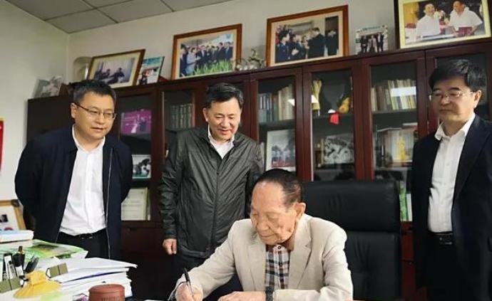 袁隆平應邀擔任重慶北碚區人民政府顧問