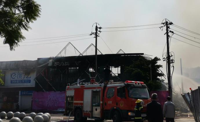 西昌一酒吧突發大火:暫無人傷亡火勢已控制,原因正在調查