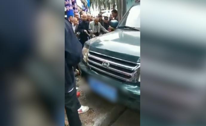 """广西荔浦通报""""候车人群被撞"""":小车司机操作不当致两死十伤"""