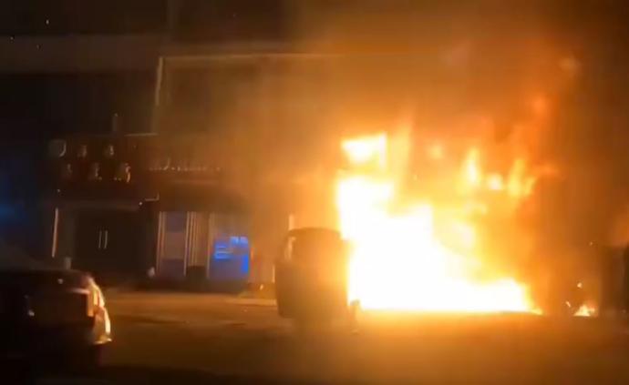 無錫一店鋪發生大火:過火面積約100平方米,暫無人員傷亡