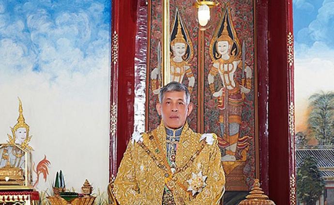 繼廢除貴妃后,泰國國王將6名王宮官員解職