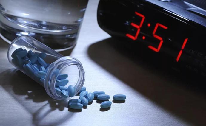 一边困却不肯睡一边花钱买助眠产品:什么偷走了90后的睡眠