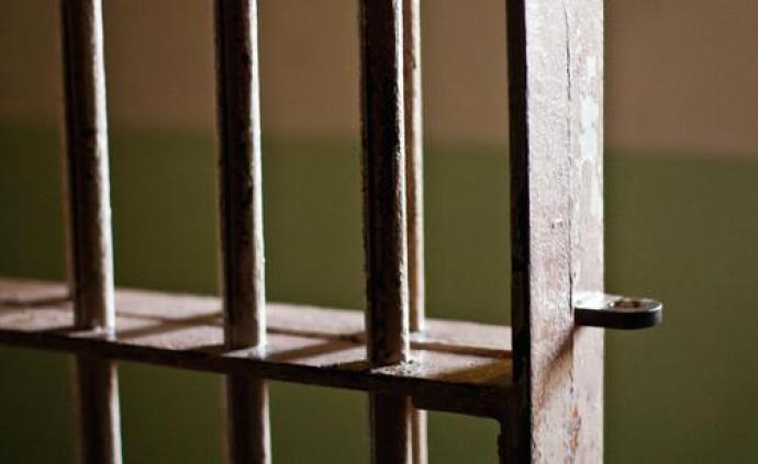 海南临高一派出所原所长被诉:私放在押的涉黑组织骨干分子