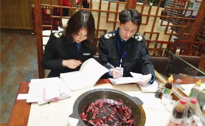 """成都渝江北老灶火锅使用""""回收油""""被查,厨师称5:5调配"""
