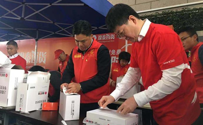 """到商场打包快递做""""义工?#20445;?#27993;江商务厅长吁快递降低塑料用量"""