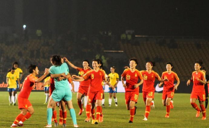 中国女足点球击败巴西拿下冠军,但我们不能只靠王霜进球