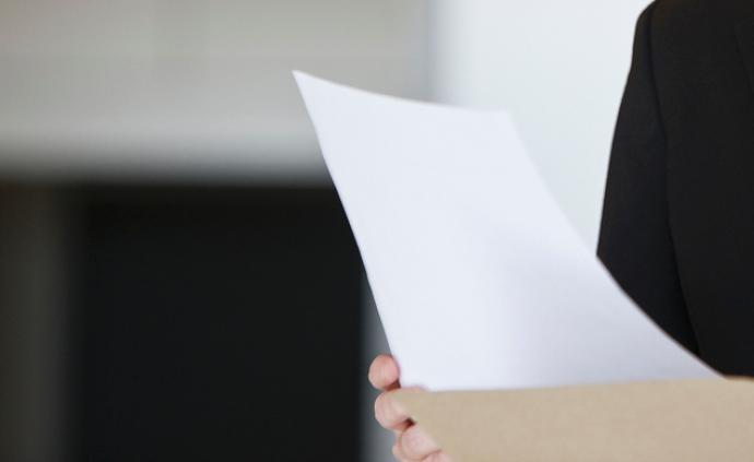 男子高空拋物被物業斷電30天,媒體:管理規約不能違反法律
