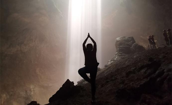 """探秘神奇的爪哇③: 惊险的天坑绳降和 """"上帝之光"""""""