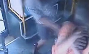 一男子在常熟公交车上吸烟被阻,连甩司机12耳光