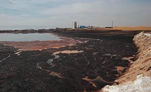 内蒙古一工业园污水直排腾格里沙漠,曝光三年后状况依旧