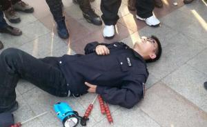 """沈阳城管被曝""""倒地执法"""",城管:执法难,有时候出于自卫"""