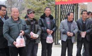 为激励农户种树致富,甘肃临洮一村支书现场发放百万元