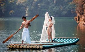 """年轻情侣张家界拍摄全裸""""婚纱照"""",景区被指搞低俗营销"""