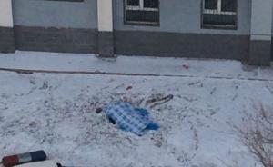 新疆女大学生坠亡,校方称因抑郁,否认其担心休学拿不到学位