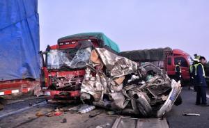 四川成绵高速53辆车相继追尾:致2死多伤,拥堵数公里