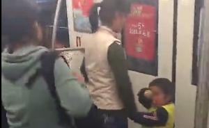 """上海地铁一行乞女子被拍照后打骂乘客,行乞男童喊""""打死你"""""""
