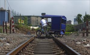 """杭州男子欲""""打的""""赴沪寻妻,酒醉后拦停一列客运火车"""