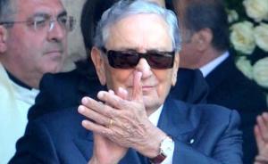 意大利首富情人节当天病逝享年89岁,获称费列罗巧克力之父