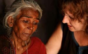 """纪录片《印度的女儿》再现""""公交车轮奸案"""",梅姨站台推荐"""
