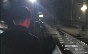 据上海地铁官方微博消息。上海地铁2号线因供电设备故障,目前2号线采取上海科技馆至广兰路单线双向运行,故障正在全力抢修中。 微博网友图
