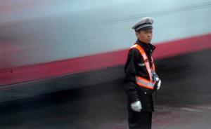 站在十字路口的交警:就算能躲过危险,也躲不掉矛盾