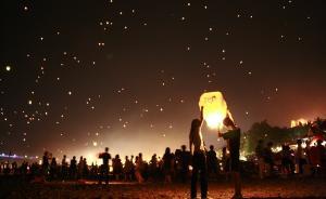 泼水节将有万人孔明灯会,云南西双版纳机场今晚关闭近4小时