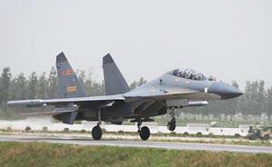 中国空军首次在高速公路成功起降多型战机
