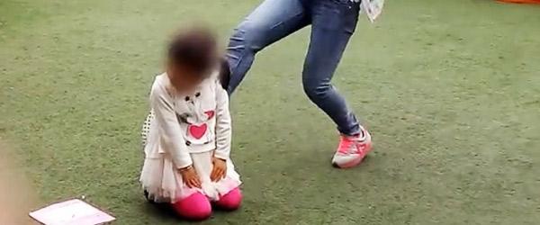 9岁女儿大小便失禁弄脏衣物,生母将其打昏放弃治疗直至死亡
