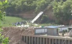 陕西淳化县载46人旅游大巴坠入山沟,已致33人死亡