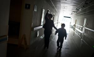 汶川一小学70余学生吃营养餐后集体入院,教育局正在调查