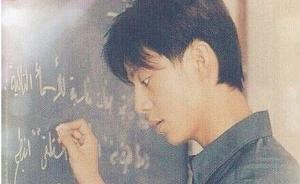 """何炅从北外辞职两天后返校,计划在母校设立""""何炅奖学金"""""""