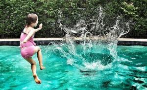 暑假不愁了,9个最适合夏天玩的户外小游戏