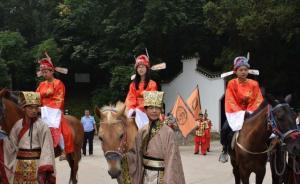 头戴状元帽、身骑高头大马,湖北高考状元榜眼游园引围观