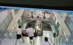 湖北一女子被搅入商场手扶电梯身亡,危急时刻双手推出孩子