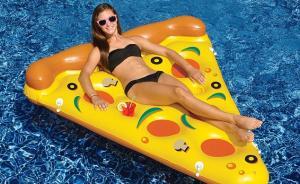 今年夏天最酷的泳池玩具,比霉霉喜欢的漂浮气球更有趣