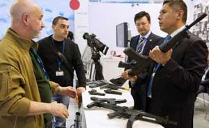 日本军工企业首次参加世界防务展,推销战车冲锋枪