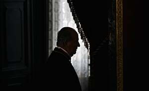 西班牙国王含泪退位,新国王低调登基未邀任何外宾
