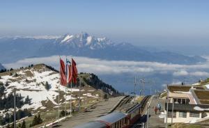 """瑞士澄清未开中国游客""""专车"""",未现中国游客在景区人满为患"""