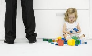 给1-2岁的宝宝,这里有10种活动让他们高高兴兴玩一天