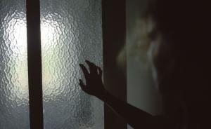 对话︱女子遭湖南警察限制自由并殴打:已请求将他调离公安
