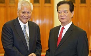 """越南总理露面谈南海,打破""""因贪腐被查""""传言"""