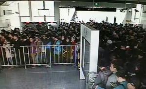 """上海""""最挤地铁""""16号线早高峰再发故障限流,大量乘客滞留"""