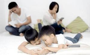 来自一位妈妈的恳求:放下手机,看看孩子吧