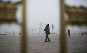 """""""雾霾锁城""""之下,仍有不少环境违法和应急机制失灵现象"""