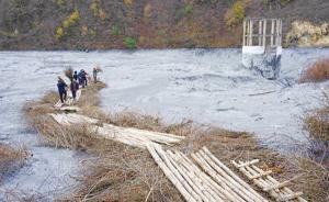 甘肃锑污染受污水体流入四川境内,此前环保部长亲赴现场处置